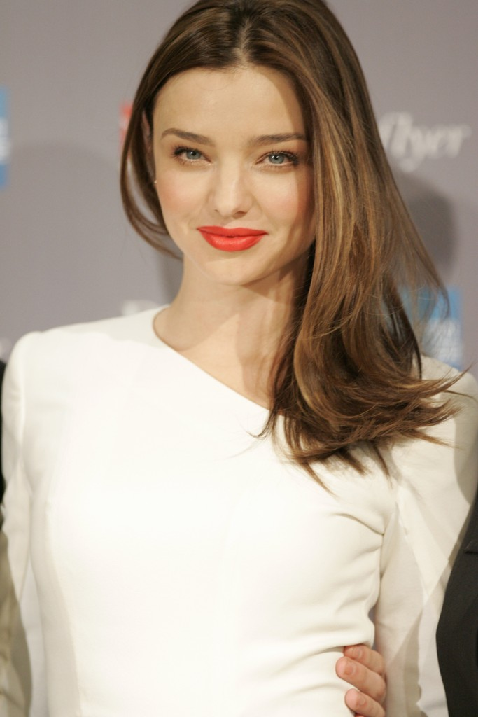 Miranda_Kerr_launches_new_Qantas_Frequent_Flyer_Rewards_Alliance_-_Sydney_(4)