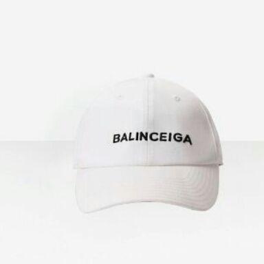 バレンシアガのキャップ