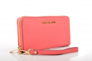 Michael_Kors_Jet_Set_Travel_Tech_Continental_Geldbörse_32F92JSZ3L_Kalbsleder_rot_(watermelon)_(3)_(16895506841)