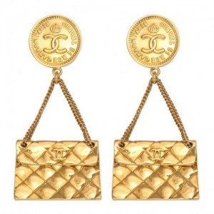 fb65abfdd0c250ef769bea8ec324be27--chanel-earrings-chanel-jewelry